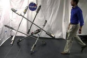 НАСА показало робота из торчащих стержней с приводами